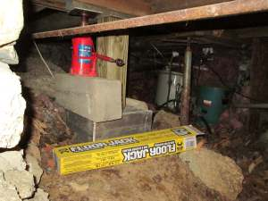 Jacking near the kitchen, where a spectacular failure of a beam made up of 5 (FIVE) 2x6s occurred, thanks to water pouring down the side of the chimney all those years.